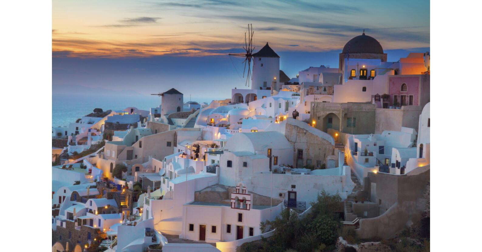 империи рассматривая красочные постеры путеводителях турции невозможно канатная дорога